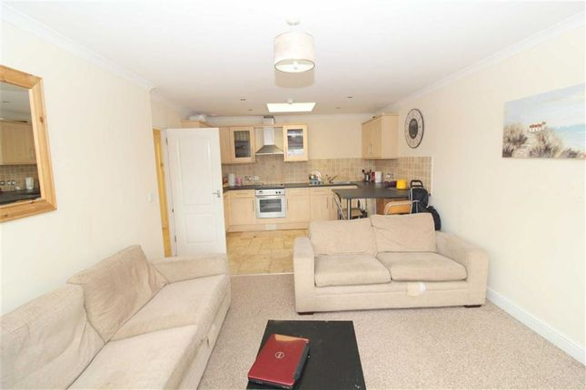 Thumbnail Flat to rent in Newport Street, Swindon, Wiltshire