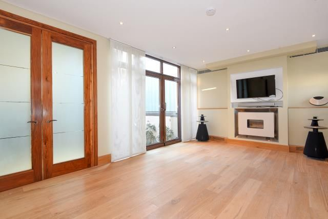 Thumbnail Town house for sale in Collection Place, St Johns Wood NW8,