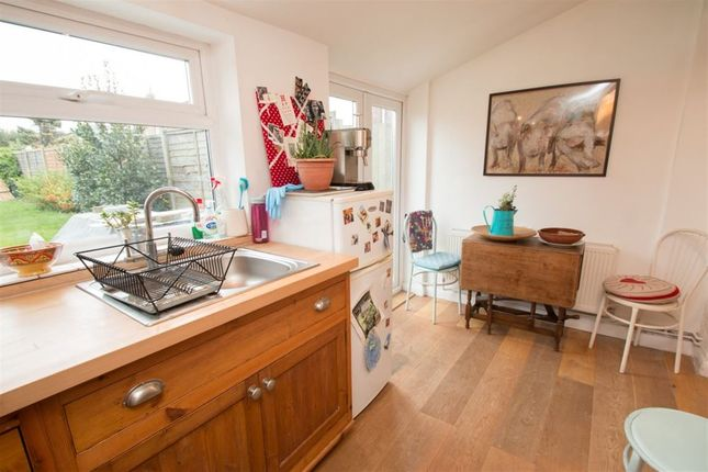 2 bed flat to rent in Lyndhurst Road, Chichester