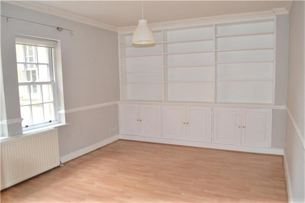 2 bed flat to rent in Bartletts Court, Widcome, Bath