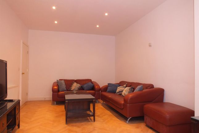5 bed semi-detached house to rent in The Tee, London