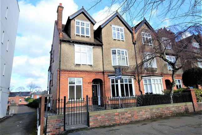 Thumbnail Flat to rent in Beauchamp Avenue, Leamington Spa, Warwickshire