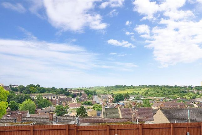 Thumbnail Flat for sale in Beacon Road, Chatham, Kent