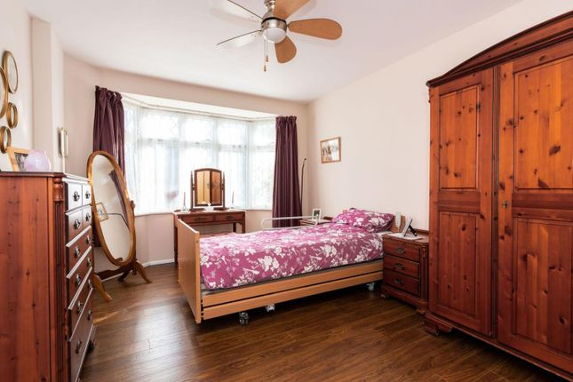 Bedroom Annex of Ferndale Avenue, Chertsey KT16