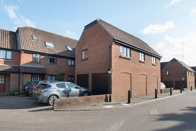 Thumbnail Flat for sale in Bishopsgate Walk, Chichester