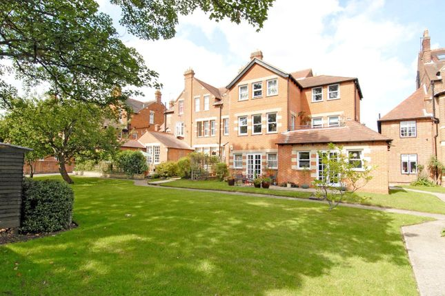 Thumbnail Flat to rent in Ockham Court, Bardwell Road, Central North Oxford
