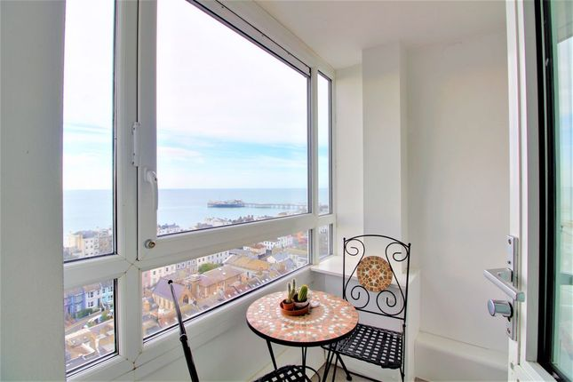2 bed flat to rent in Essex Place, Montague Street, Brighton BN2