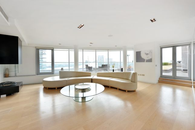 Thumbnail Flat for sale in New Providence Wharf, 1 Fairmont Avenue, London
