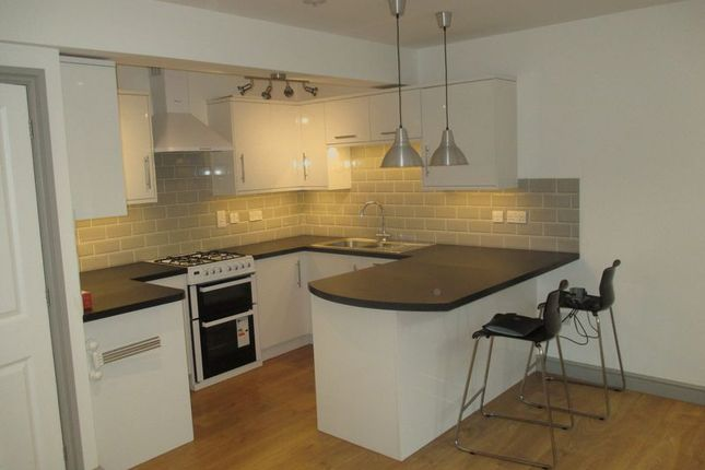 Thumbnail Flat to rent in Woodland Terrace, Yeovil