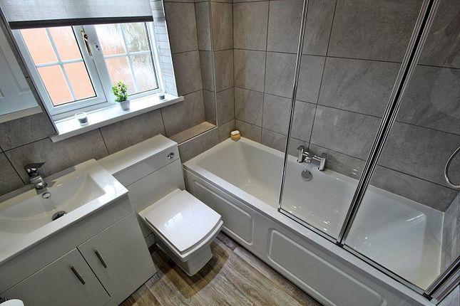 Bathroom of Stryd Silurian, Llanharry, Pontyclun, Rhondda, Cynon, Taff. CF72