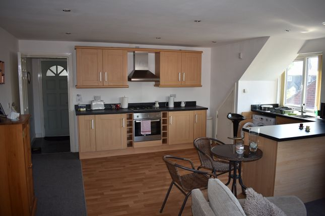 Thumbnail Flat to rent in Embleton Road, Methley, Leeds