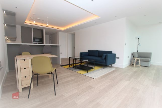 Thumbnail Flat to rent in Carrara Tower, Shoreditch