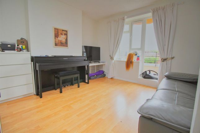 Thumbnail 1 bed flat to rent in Tempsford Avenue, Borehamwood