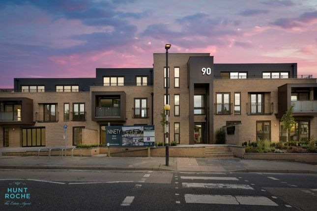 2 bed flat for sale in High Road, South Benfleet, Essex SS7