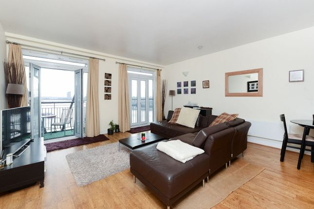 Thumbnail Flat to rent in Dundee Wharf, 100 Three Colt Street, London