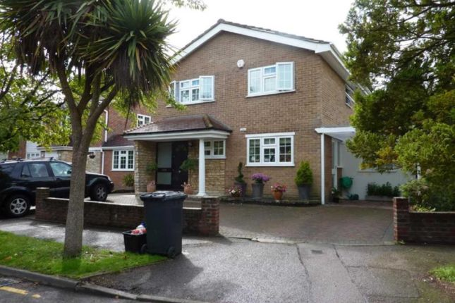 Thumbnail Property to rent in Woodside, Elstree, Borehamwood