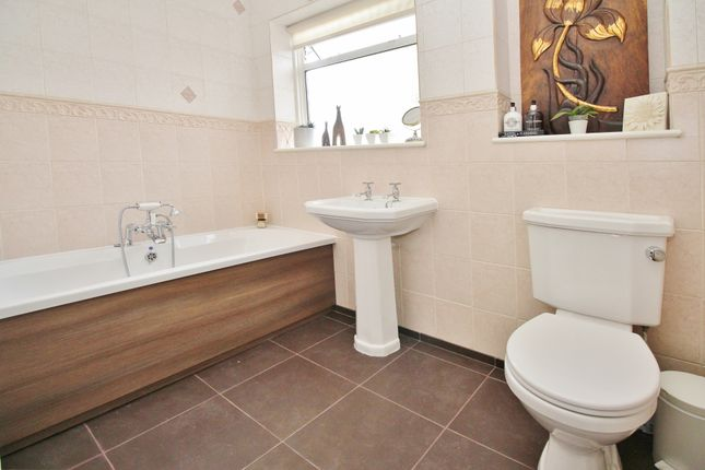 Family Bathroom of Norwood Lane, Meopham, Kent DA13