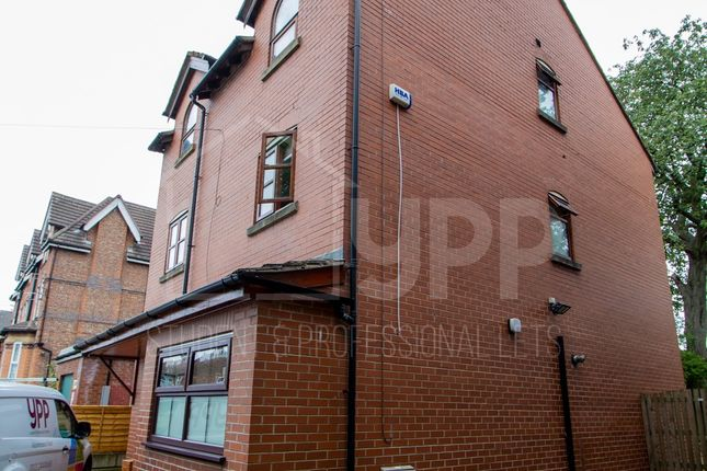 Thumbnail Shared accommodation to rent in Wellington Road, Manchester
