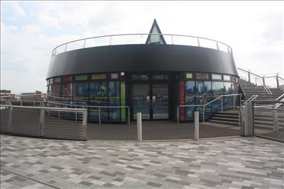 Retail premises to let in Footbridge Retail Unit, Scale Lane Staithe, Hull