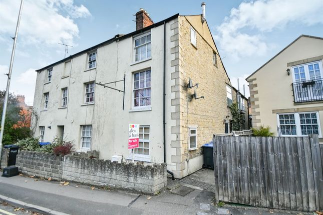 Thumbnail Flat for sale in New Road, Calne