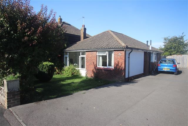 Thumbnail Bungalow to rent in Bernina Avenue, Waterlooville, Hampshire