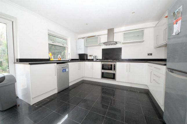 Thumbnail Town house to rent in Blenheim Close, London
