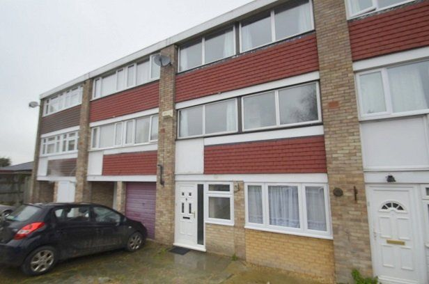 Thumbnail Town house to rent in Park Road, Stanwell, Staines
