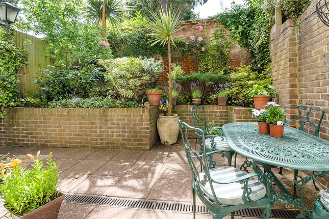 Picture No. 43 of Hampton Court Road, East Molesey KT8