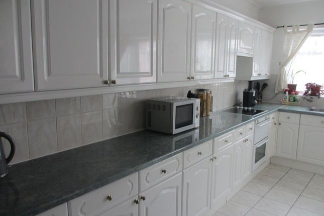 Thumbnail Terraced house to rent in Hale End Road, London