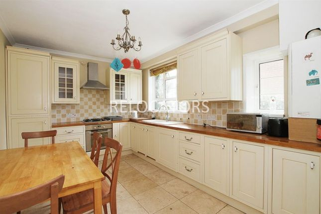 4 bed property to rent in Donoghue Cottages, Galsworthy Avenue, Stepney
