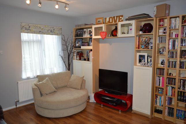 Thumbnail Property to rent in Gables Close, London