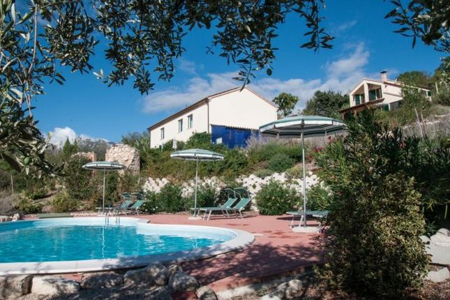 8 bed property for sale in Abruzzo, Italy