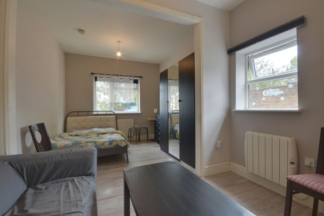 Thumbnail Studio to rent in Maxwell Road, Northwood, Middlesex