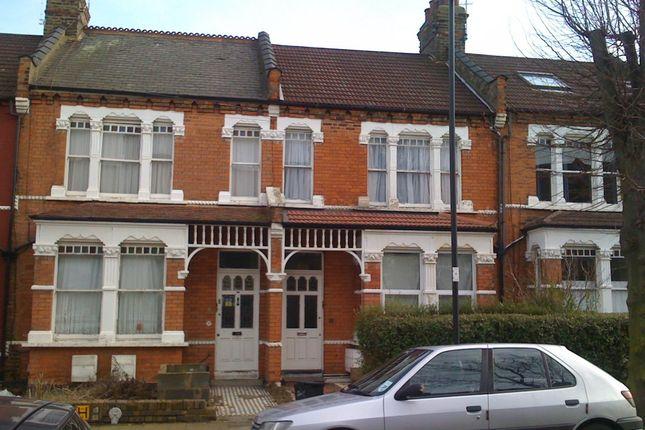 Flat to rent in Hardwicke Road, London