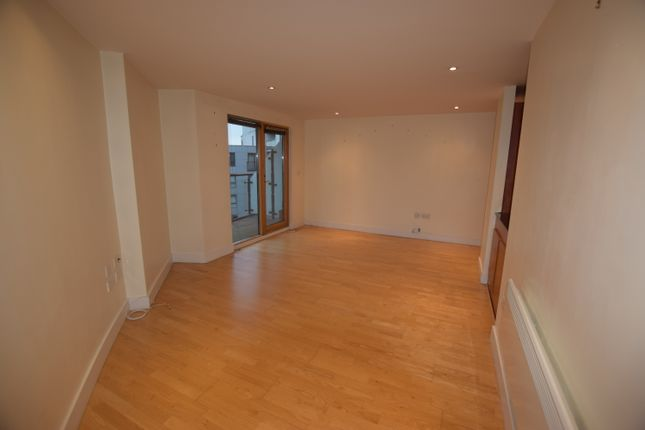 2 bed flat to rent in Armouries Way, Hunslet, Leeds