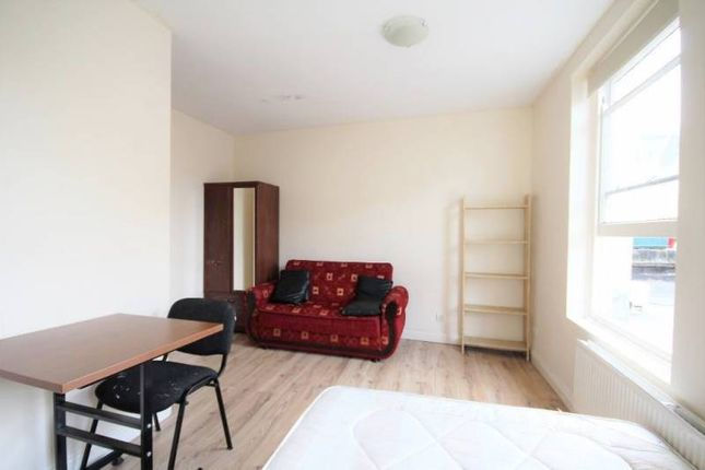 Thumbnail Flat to rent in Leathersellers Close, Union Street, High Barnet, Barnet