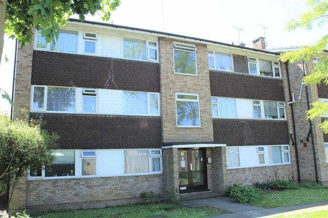 Thumbnail Flat to rent in Laburnum Grove, Slough, Berkshire