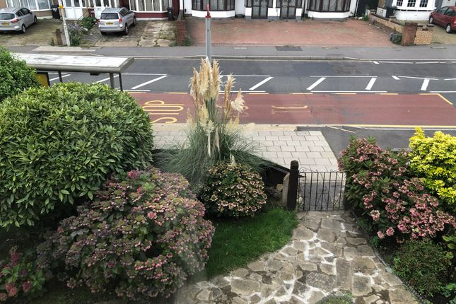 Thumbnail Town house to rent in Cranbrook Road, Ilford