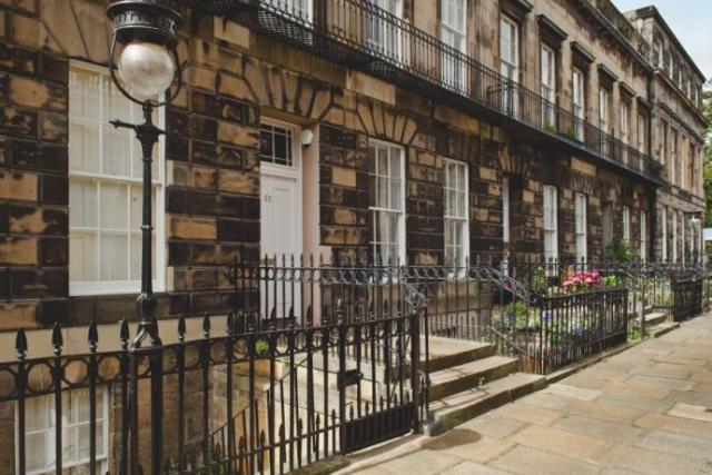 Thumbnail Flat to rent in Carlton Street, Edinburgh