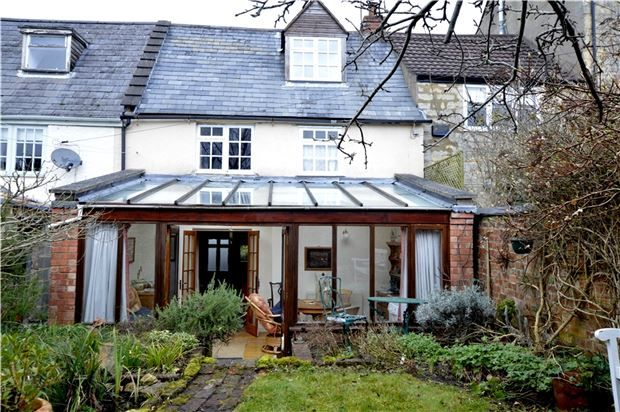 Thumbnail Cottage for sale in Lower Street, Stroud, Gloucestershire