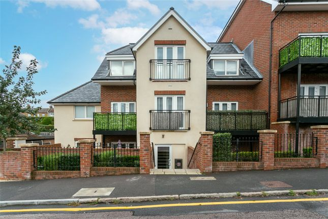 2 bed flat for sale in Vale Road, Bushey, Hertfordshire WD23