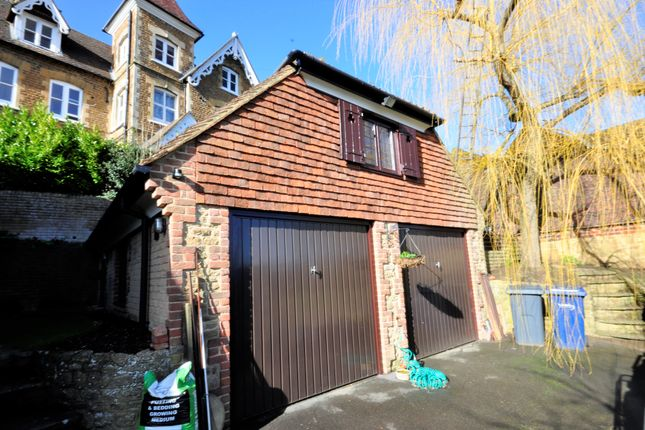 Studio to rent in Nightingale Road, Godalming