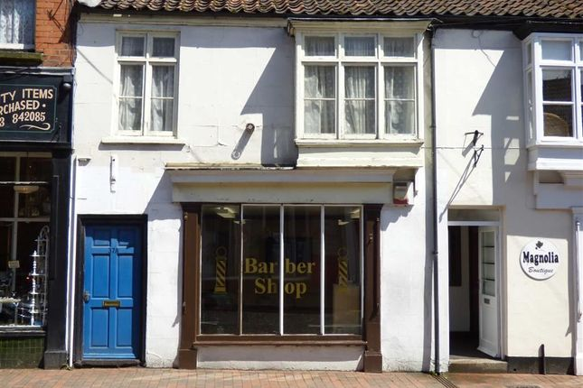 Thumbnail Flat to rent in Queen Street, Market Rasen, Lincolnshire