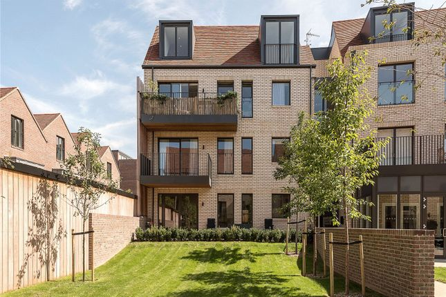 Thumbnail Flat for sale in Grove Apartments, Woodside Square, London