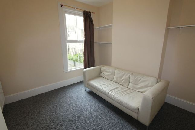 Thumbnail Shared accommodation to rent in Senrab Street, Limehouse, London