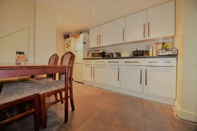 8 bed terraced house to rent in Archery Road, Leeds