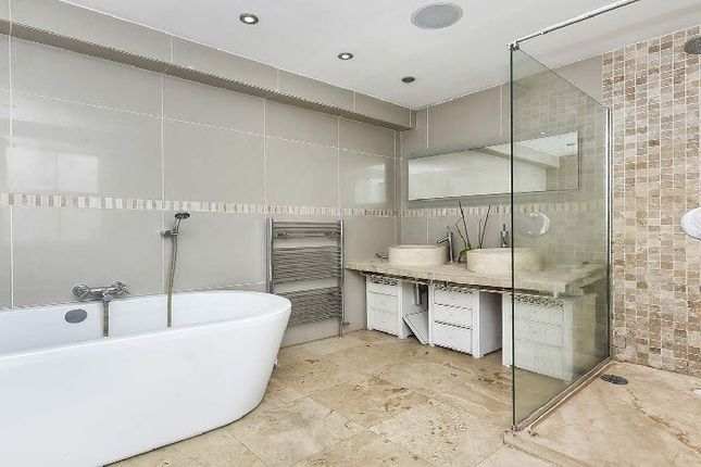 Thumbnail Terraced house to rent in Trafalgar Place, Rodney Road, London