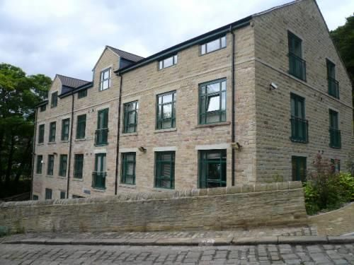 Thumbnail Flat to rent in Riverside Court, Halifax