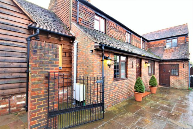 Thumbnail Flat to rent in Gravetts Lane, Guildford