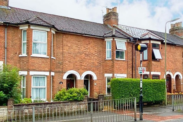 2 bed terraced house to rent in Queens Road, Farnborough GU14